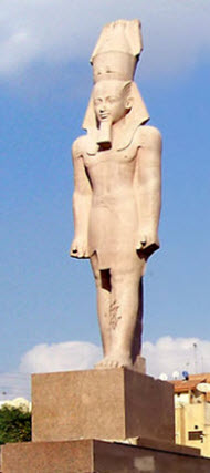 Replica of Ramesses II statue. Photo by Jasmine Elias.