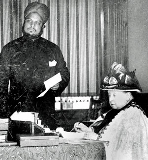 Historic photo of the servant Abdul and Queen Victoria